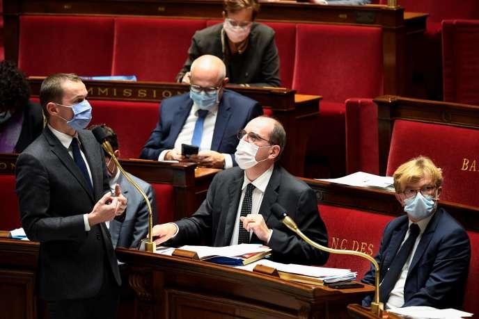 Le ministre des comptes publics, Olivier Dussopt, le premier ministre, Jean Castex, et le ministre chargé des relations avec le Parlement, Marc Fesneau, à l'Assemblée nationale, à Paris, le 13octobre.