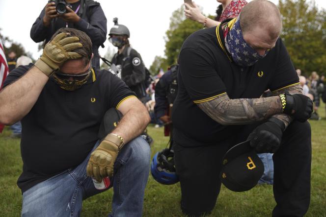 Des membres de la milice des « Proud Boys» en polos Fred Perry lors d'une manifestation d'extrême-droite à Portland (Oregon) le 26 septembre.