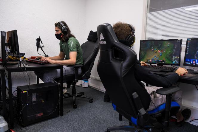 L'Helios Gaming School a ouvert en septembre 2019 tout près d'Epinal, dans les Vosges. On dénombre 25 élèves à la rentrée 2020, dont une seule fille.