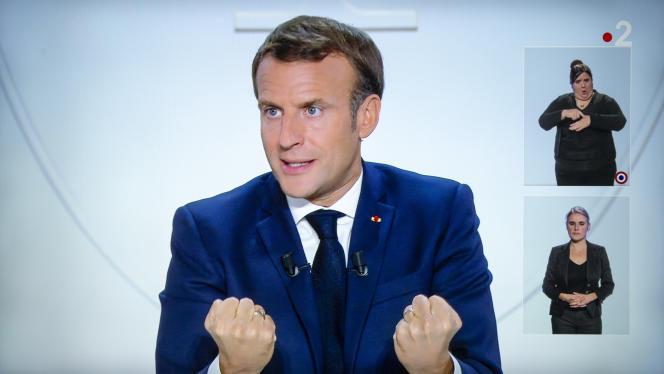 Emmanuel Macron, président de la république, est interviewé sur TF1 et France 2 par Anne-Sophie Lapix et Gilles Bouleau à propos de l'épidémie de Covid-19, le 14 octobre 2020.