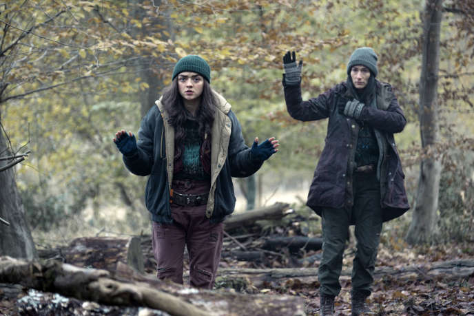 Maisie Williams et Sian Clifford dans« Two Weeks to Live », de Gaby Hull.