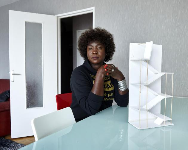 Awa Gueye chez elle, dans le quartier de Villejean, à Rennes, le 12 octobre 2020.