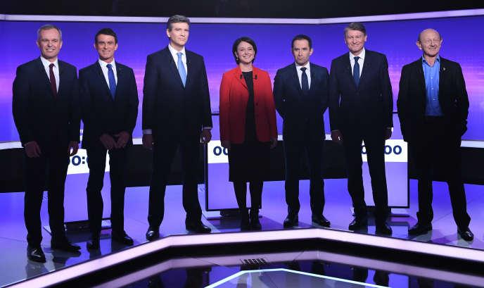 Les sept candidats de la primaires de la gauche en vue de la présidentielle de 2017, réunis à l'occasion d'un débat télévisé, le 19janvier 2017, à Saint-Cloud.