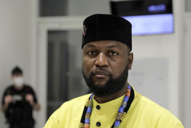 Emery Mwazulu Diyabanza attend le verdict au Palais de justice, à Paris, le 14octobre2020.