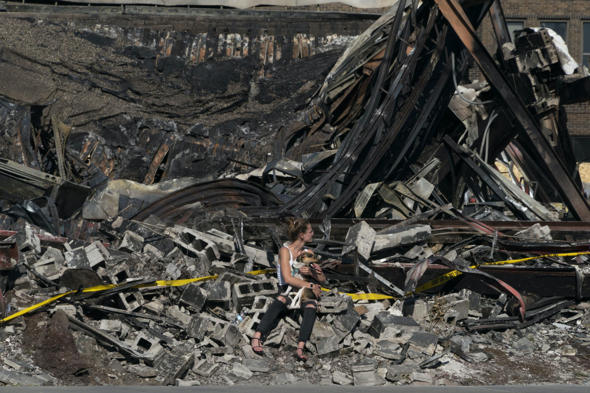 Les commerces de Minneapolis (Minnesota) autour du poste de police détruit, le 1er juin.