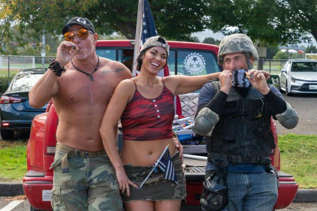 Des membres des Proud Boys, se prennent en photo lors d'une journée de rassemblement, le 26 septembre à Portland (Oregon).