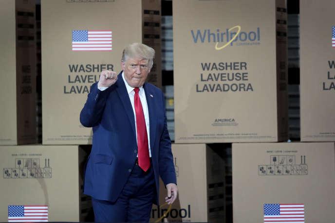 Le 6 août, Donald Trump s'adresse aux ouvriers de l'usineWhirlpool de Clyde (Ohio), où sont employées plus de 3000 personnes, produisant 20000 machines par jour.