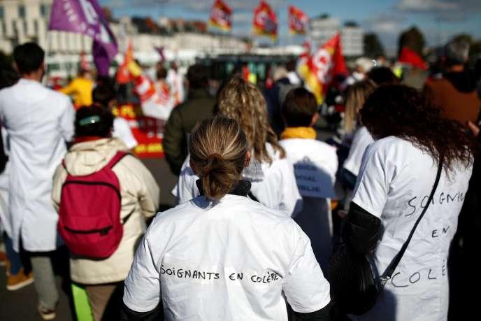 Des soignants dans une manifestation à Nantes, le 15 octobre 2020.