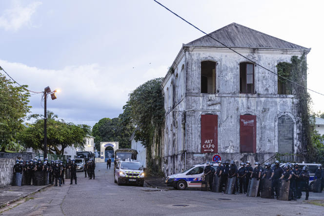 Près de la préfecture lors d'une réunion officielle sur la crise sanitaire en Guyane, à Cayenne, le 22 juillet.