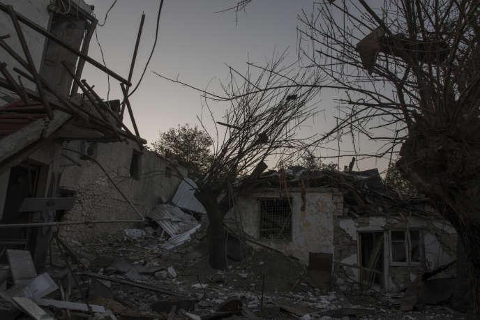 Une maison détruite par les bombardements des forces azéries, à Stepanakert (Haut-Karabakh), le 14 octobre.