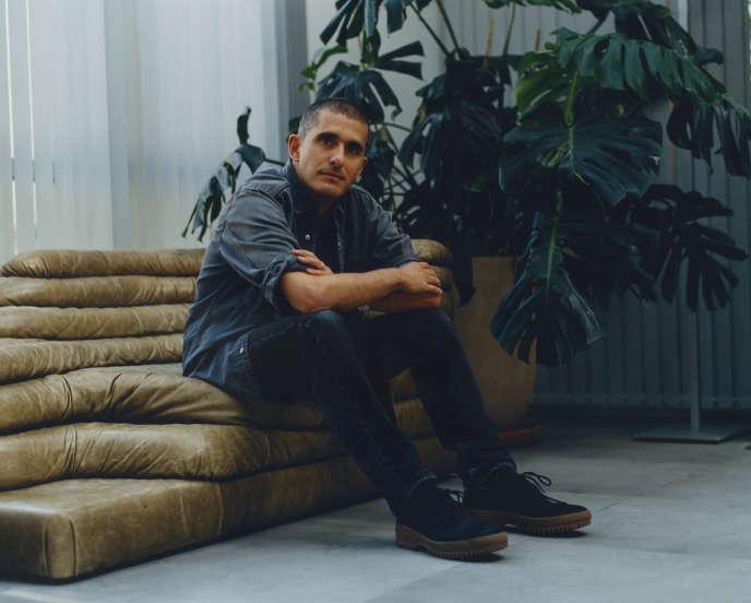 Felipe Oliveira Baptista, dans son bureau chez Kenzo, rue Vivienne, à Paris, le 22 juillet 2020.