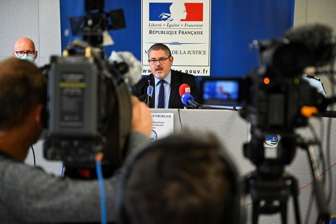 Le procureur de la République de Lorient (Morbihan), Stéphane Kellenberger, annonçant la mise en examen de Joël LeScouarnec, le 15octobre.
