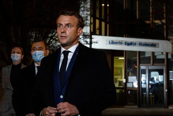 Emmanuel Macron s'est rendu vendredi 16 octobre sur les lieux de l'attaque, à Conflans-Sainte-Honorine.