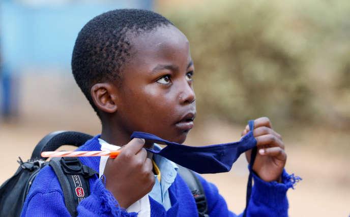 Un écolier du bidonville de Kibera, Nairobi (Kenya), 12 octobre 2020.