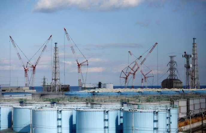 Des réservoirs de stockage pour eaux contaminées, sur le site de la centrale nucléaire de Fukushima, à Okuma au Japon, en février 2019.