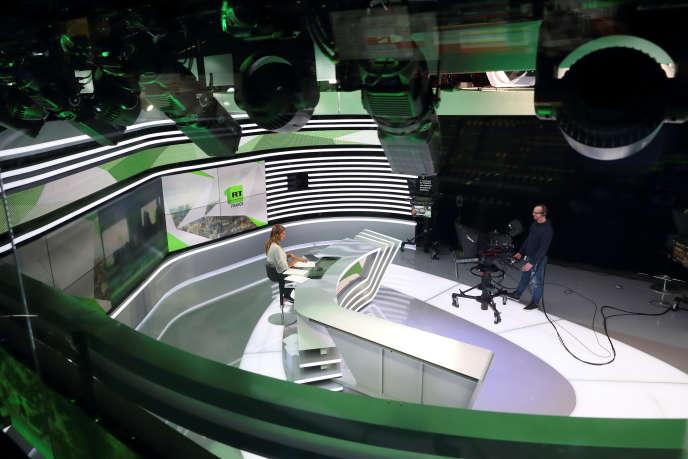 Le studio de RT France, à Boulogne-Billancourt (Hauts-de-Seine), près de Paris, en décembre 2017.