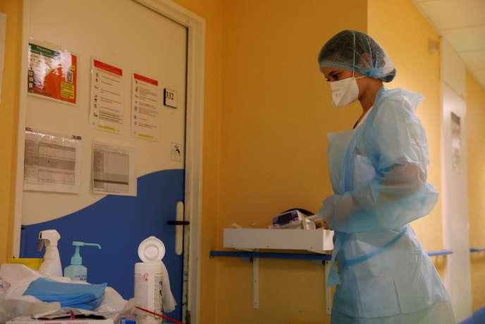Une infirmière dans une unité Covid de l'hôpital de Béthune-Beuvry (Pas-de-Calais), le 16 octobre.
