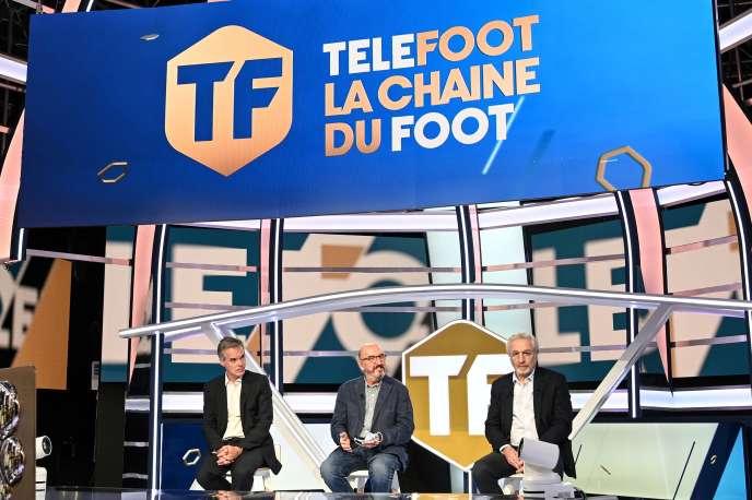 Le patron de Mediapro Jaume Roures (au centre)sur le plateau de Téléfoot, la chaîne lancée par le groupe sino-espagnol pour diffuser la Ligue 1 et la Ligue 2.