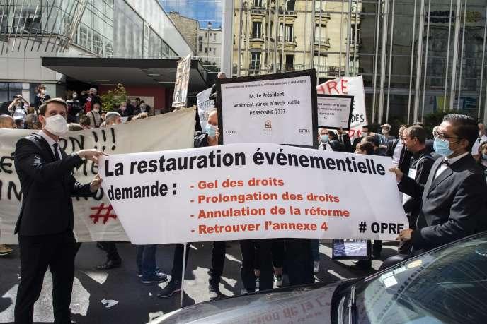 Manifestationd'extras de la restauration évenementielle à l'appel de la CGT, à Paris, le 30 juin.