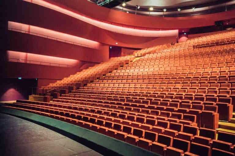 La salle de l'horizon, la grande salle, où la scène arrive au niveau du premier rang. La Comédie de Clermont, le 13 octobre 2020.
