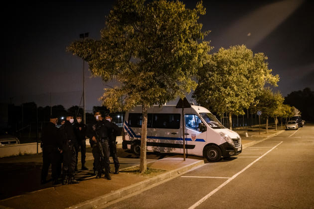 A Conflans-Sainte-Honorine (Yvelines), le 16 octobre au soir, près de la scène de crime.
