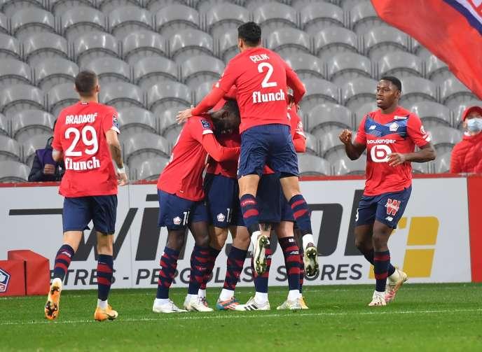 Les joueurs de Lille célèbrent un but au stade Pierre-Mauroy à Villeneuve d'Ascq, dimanche 18 octobre.