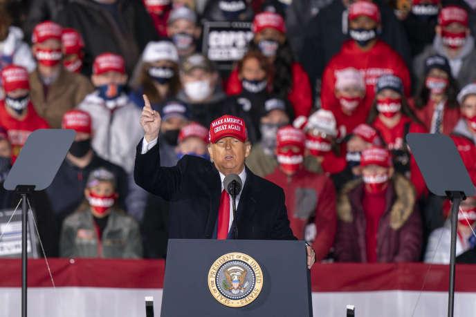 Donald Trump en plein meeting de campagne à Janesville (Wisconsin), samedi 17 octobre.