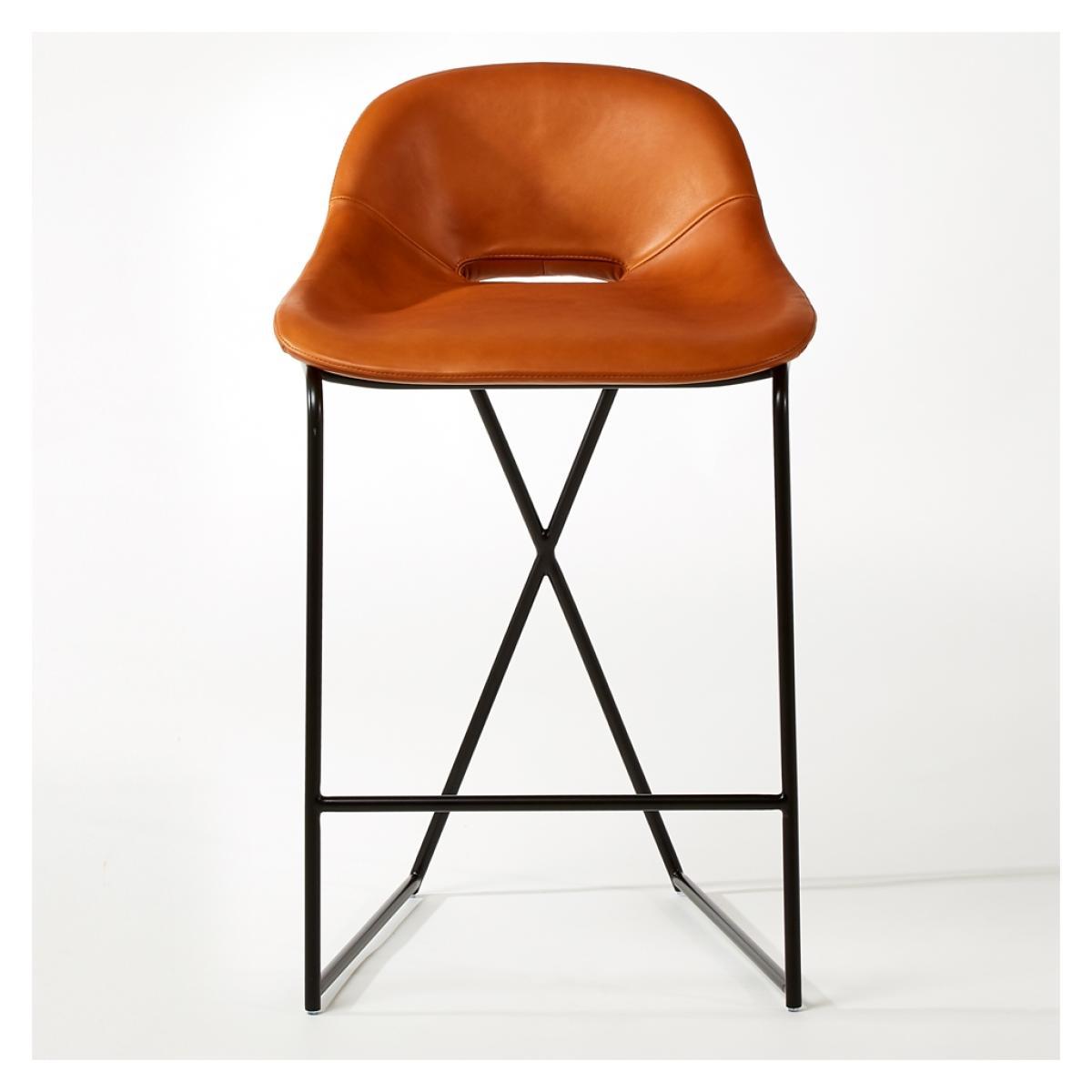 Le tabouret de bar, collection Cross Leg, du designer Magnus Long