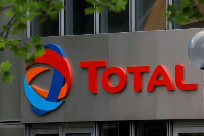 Les deux projets pétroliers du Total entraînent des violations des droits de plus de100000personnes en Ouganda et en Tanzanie. Le groupe français n'a pas voulu faire de commentaire dans l'immédiat.