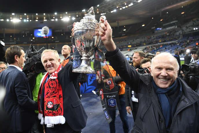 François-Henri Pinault et son père François Pinault lors de la victoire du Stade rennais FClors de la finale de la Coupe de France, en avril 2019.