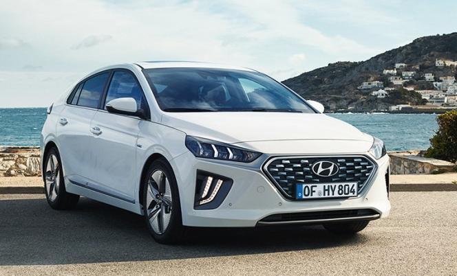 La Hyundai Ioniq est disponible à la fois en version hybride et hybride rechargeable, mais également en version 100 % électrique.
