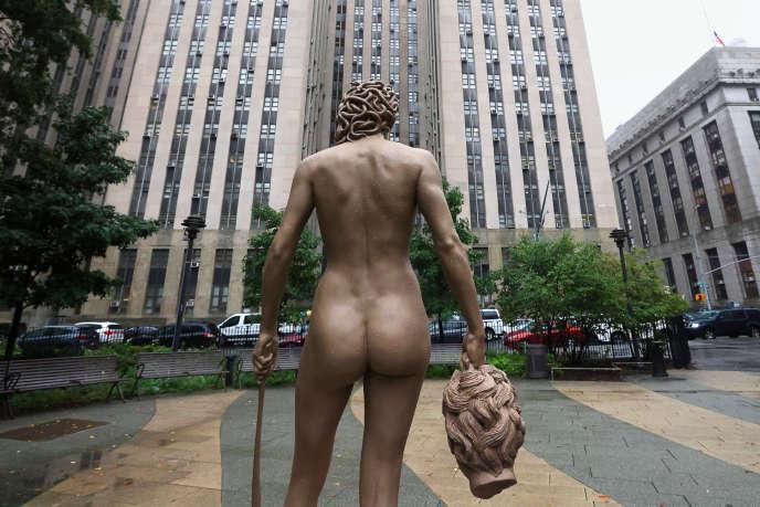 La statue de Méduse tenant la tête de Persée, par l'artisteLuciano Garbati, à New York, le 13 octobre 2020.