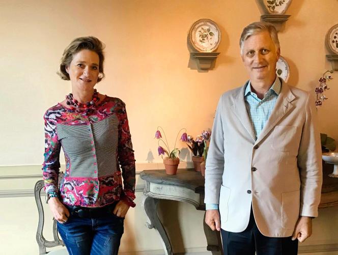 La désormais princesse Delphine de Saxe-Cobourg et son demi-frère, le roi Philippe, le 9 octobre, au château de Laeken, à Bruxelles.