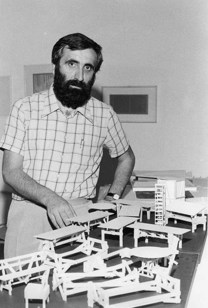 Le designer italien Enzo Mari, en 1974.