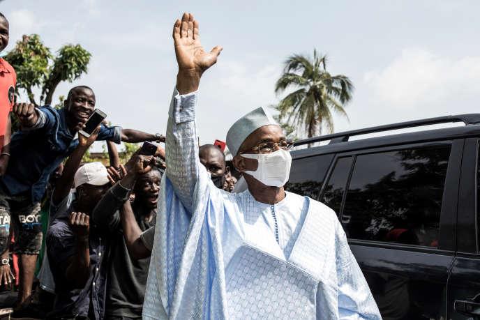 L'opposant Cellou Dalein Diallo arrive au siège de son parti, l'UFDG, à Conakry, le 19octobre 2020.