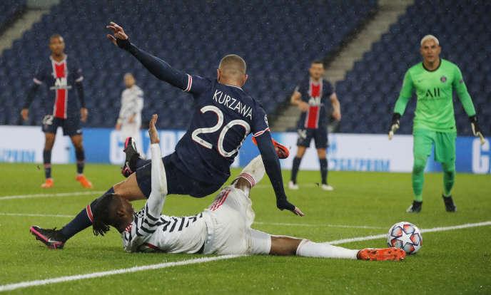 Finaliste de la dernière édition, le PSG est tombé d'emblée face à Manchester United.