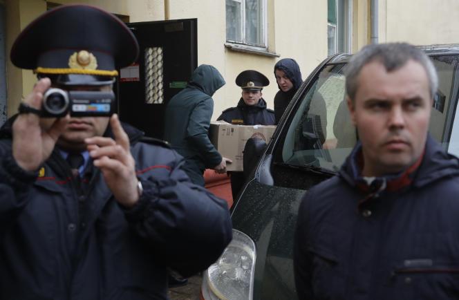 Lors d'une perquisition dans les locaux biélorusses informels de Bielsat à Minsk, en 2017.