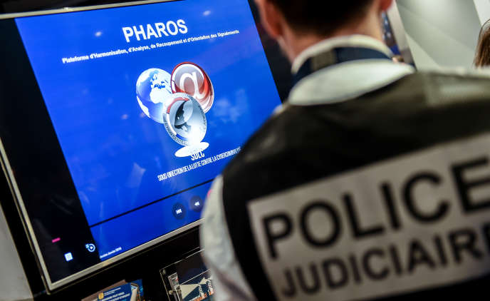 Présentation de la Plateforme d'harmonisation, d'analyse, de recoupement et d'orientation des signaux (Pharos), lors du 10e forum international de la cybersécurité, à Lille, le 23 janvier 2018.