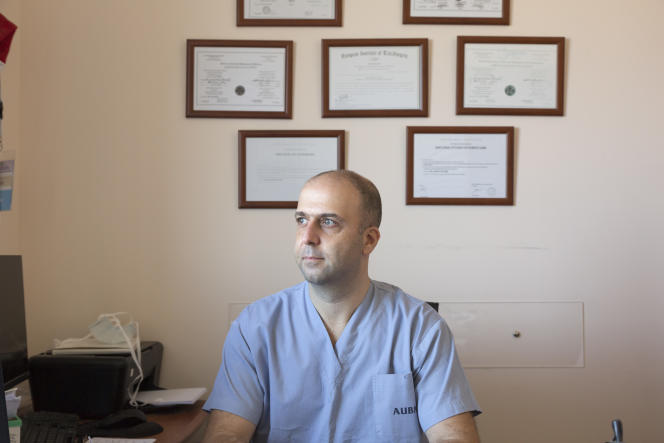 Le docteur Joseph Nassif, ici auCentre médical de l'Université américaine de Beyrouth, le 19 octobre, va partir exercer au Texas.