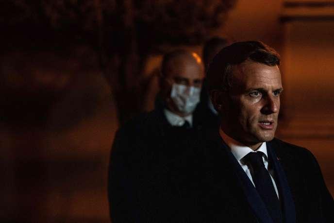 Emmanuel Macron à Conflans-Sainte-Honorine (Yvelines), au soir de l'assassinat d'un enseignant par décapitation, le 16 octobre.