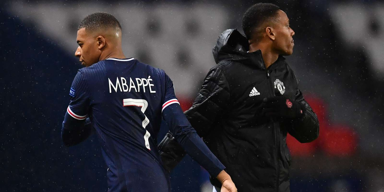 Paris Saint-Germain's French forward Kylian Mbappe (R) shakes hands with Manchester United's French forward Anthony Martial after the during the UEFA Europa League Group H first-leg football match between Paris Saint-Germain (PSG) and Manchester United at the Parc des Princes stadium in Paris on October 20, 2020. / AFP / FRANCK FIFE