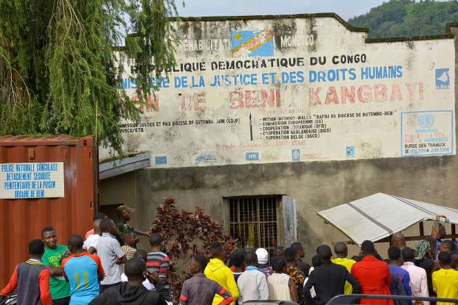 Devant la prison de Beni (RDC), mardi 20 octobre.
