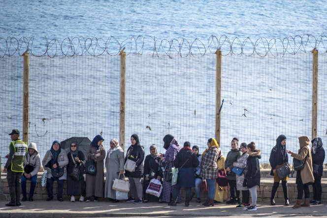 A la frontière entre le Maroc et l'enclave espagnole de Ceuta, en janvier 2020.