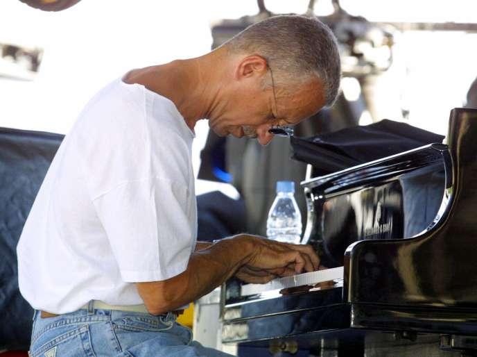 Le pianiste Keith Jarrett en concert au festival Jazz à Juan,le 8 juillet 2003.