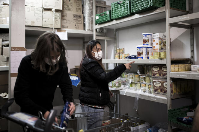 Distribution alimentaire au Grand-Saint-Barthélemy, à Marseille.