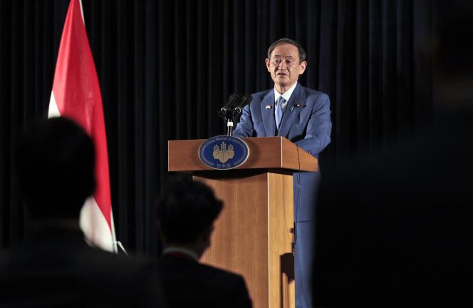 Le Premier ministre japonais Yoshihide Suga lors d'une conférence de presse à Djakarta, le 21 octobre.