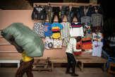 Burkina: à Ouagadougou, la vie «au jour le jour» des petits commerçants du marché Rood Woko