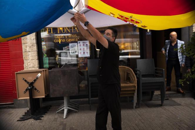 Un restaurant ferme, le 18 octobre, à Bruxelles, pour respecter les nouveles restrictions décidées par le gouvernement belge.