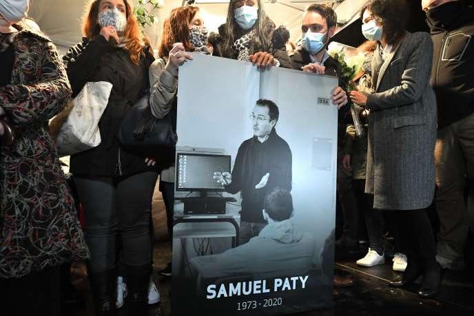 Samuel Paty, 47 ans, a été décapité le 16 octobre près de son collège de Conflans-Sainte-Honorine (Yvelines) par un réfugié d'origine tchétchène de 18 ans.