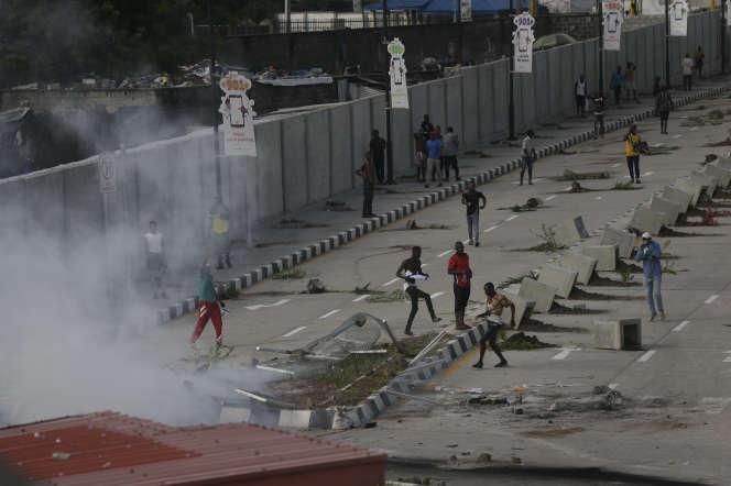 Emeutes entre la police et des manifestants, à Lagos, le 21 octobre 2020.
